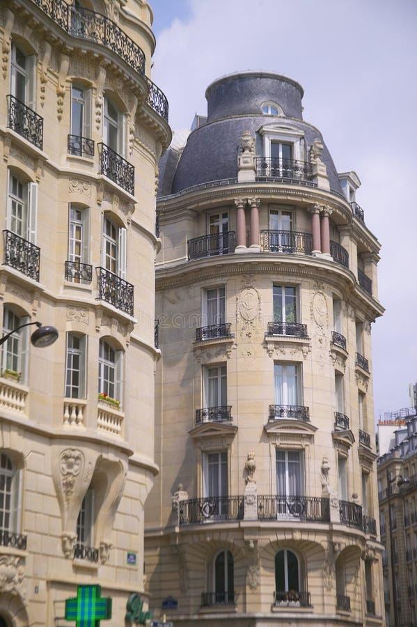 Construcciones de viviendas del Vuelta-de--siglo, París, Francia imágenes de archivo libres de regalías
