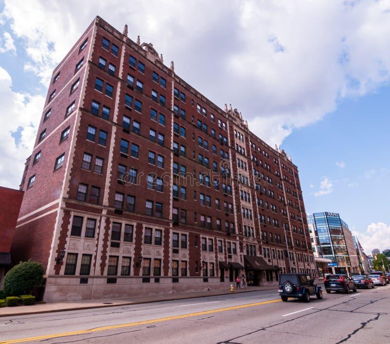 Construcciones de viviendas de Pittsburgh, Pennsylvania, los E.E.U.U. 7/27/2019 en la vecindad de Oakland de la ciudad foto de archivo