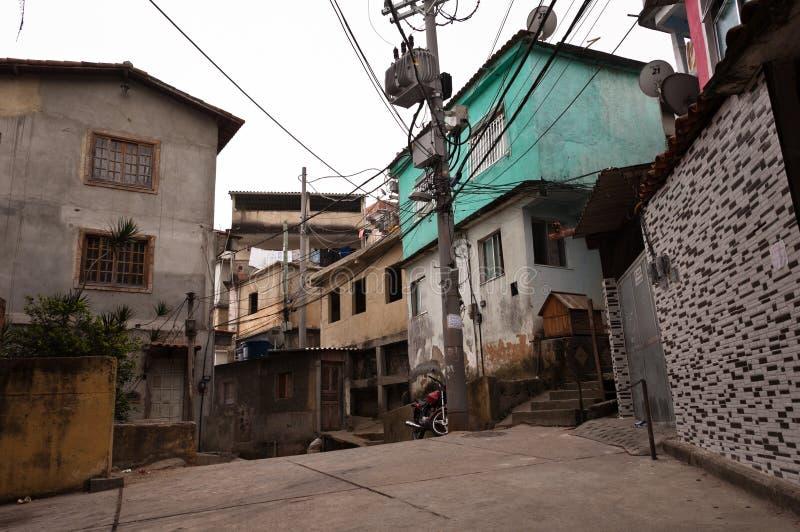 Construcciones residenciales frágiles del favela Vidigal en Rio de Janeiro imagenes de archivo
