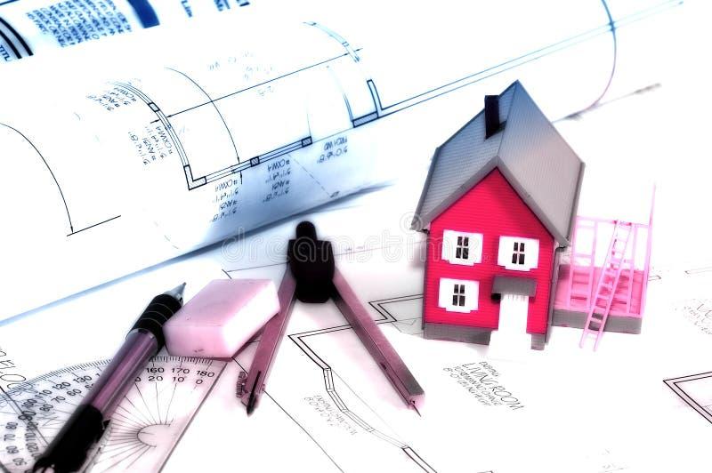 Constructeur à la maison 4 images libres de droits