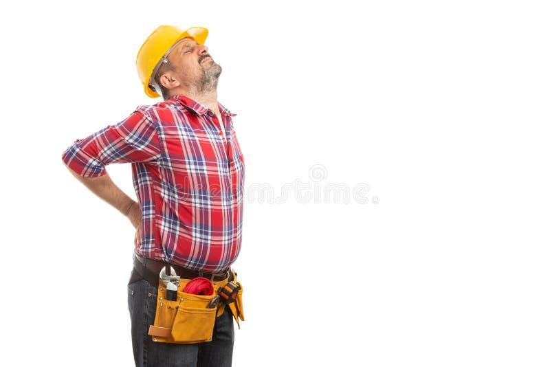 Constructeur étirant le dos douloureux image stock