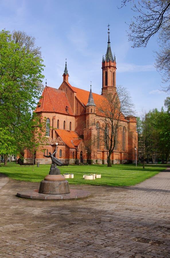Construction d'église de catholique de brique rouge de Druskininkai images libres de droits