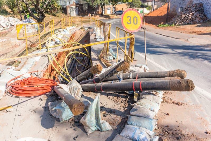 Construction d'installation de fossé de câble de l'électricité de route photo libre de droits