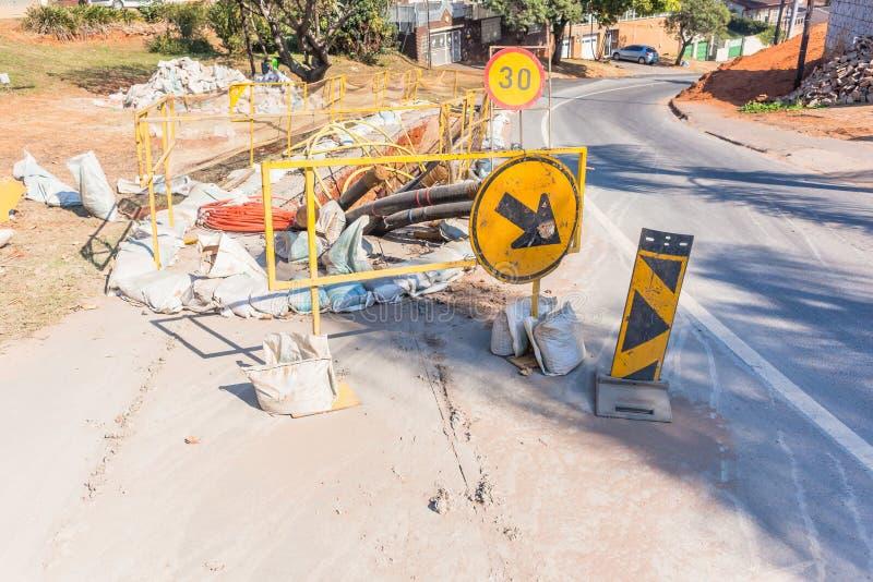 Construction d'installation de fossé de câble de l'électricité de route photographie stock libre de droits