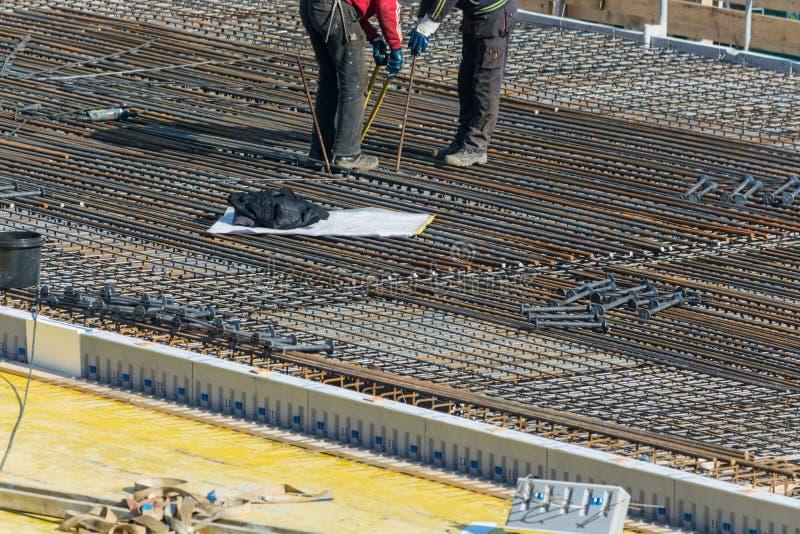Construction d'un bâtiment résidentiel et commercial dans Velbert photographie stock