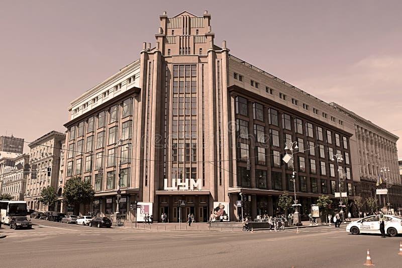 Construction d'un magasin central c?l?bre Tsum au centre de la rue de Khreschatyk, Kiev image stock