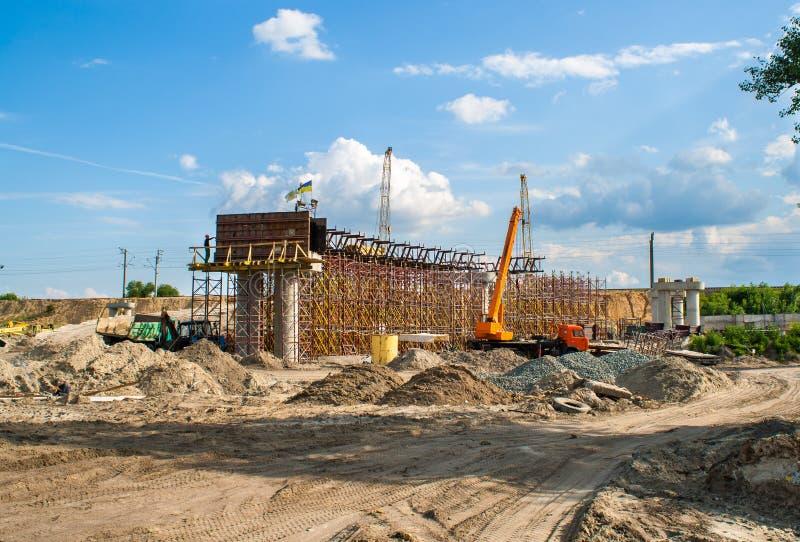 Construction d'un passage supérieur concret image libre de droits