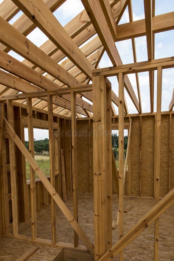 Construction d'une maison dans la technologie squelettique image stock