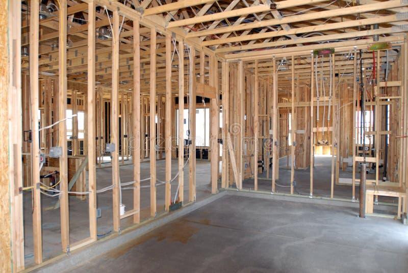 Construction d'une nouvelle maison étant construite photographie stock