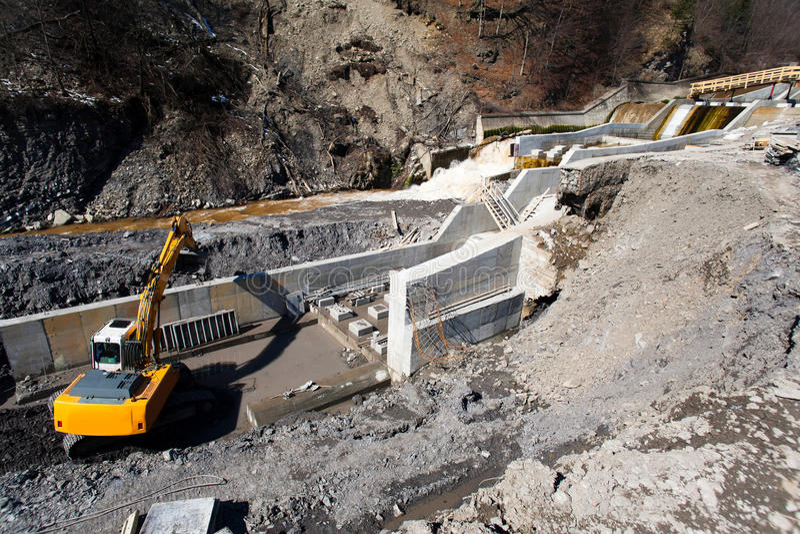 Construction d'usines d'énergie hydroélectrique photos libres de droits