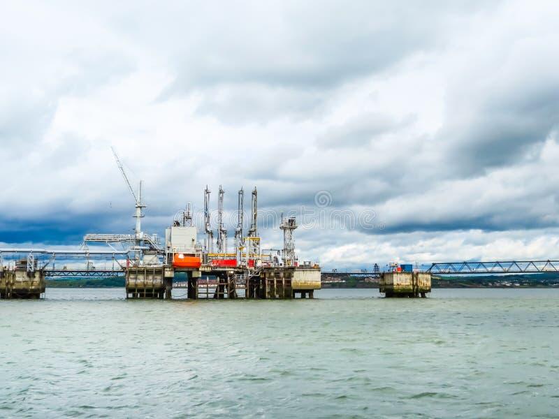 Construction dans la baie de mer images stock
