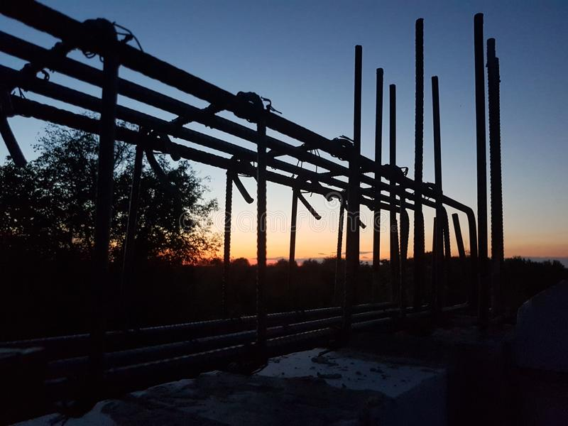 Construction dans le coucher du soleil photos libres de droits