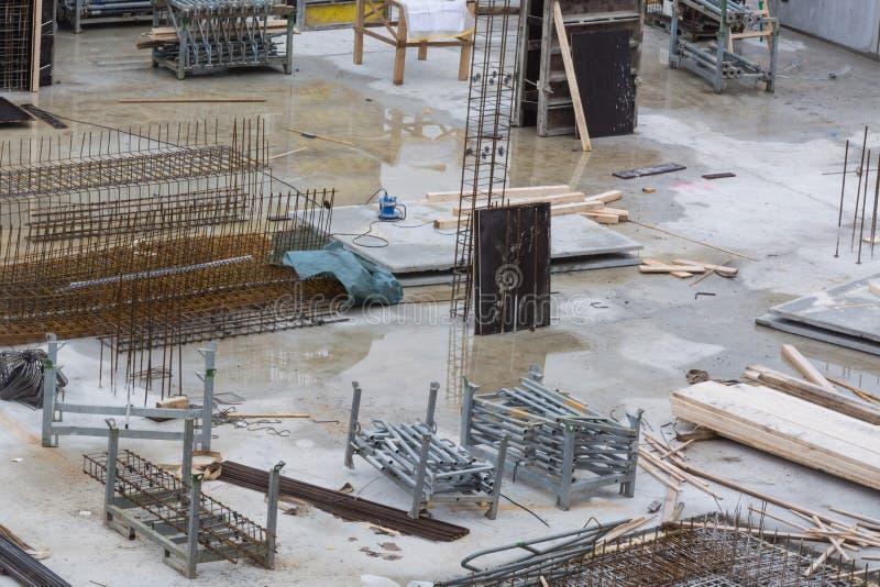 Construction de bâtiments avec les murs en béton photos libres de droits