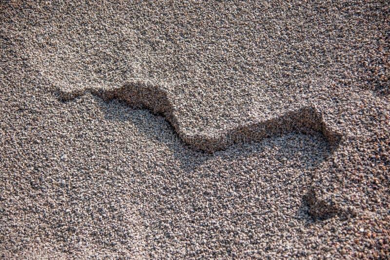 Construction de bâtiments sur l'accumulation du sable et du gravier photo stock