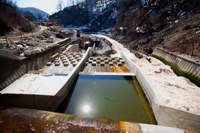 Construction de centrale de fleuve photographie stock