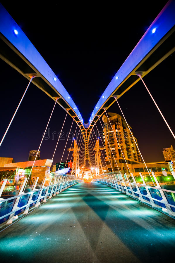 Construction de corporation moderne la nuit photos libres de droits