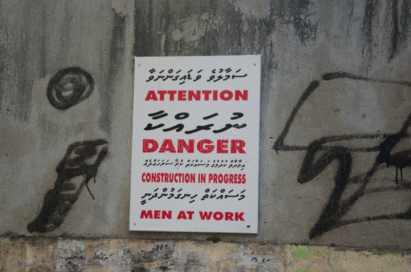 Construction de danger d'attention en cours images stock