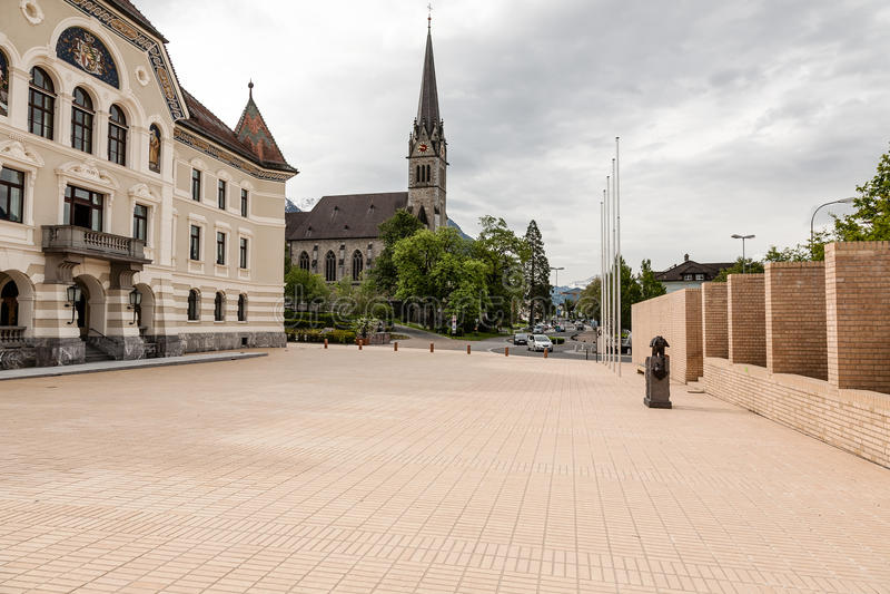 Construction de gouvernement et cathédrale de St Florian photo stock