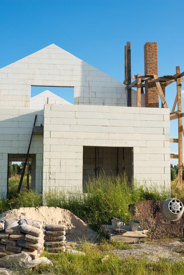 Construction de la nouvelle maison blanche de brique images libres de droits