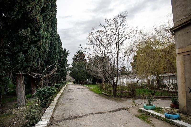 Construction De Logements Abandonnée De Village En Jardin De Baku ...