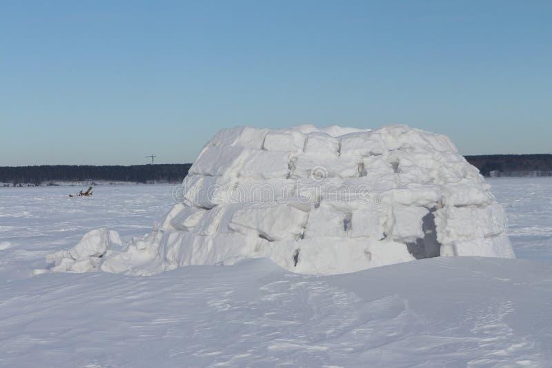 Construction de neige d'igloo photographie stock