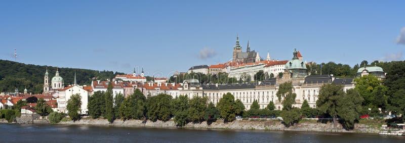 Construction de Prague - de Hradcany et de gouvernement images libres de droits