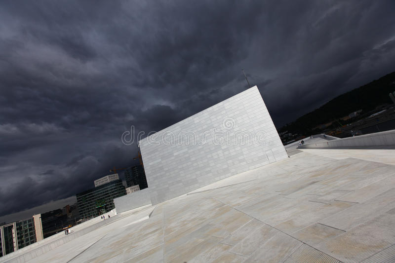 Construction de théatre de l'$opéra à Oslo, architecture moderne photos stock