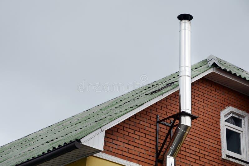 Construction de toiture système de chauffage individuel Tuyau coaxial de cheminée de tuyau de chauffage de Chambre coaxiale de sy image libre de droits
