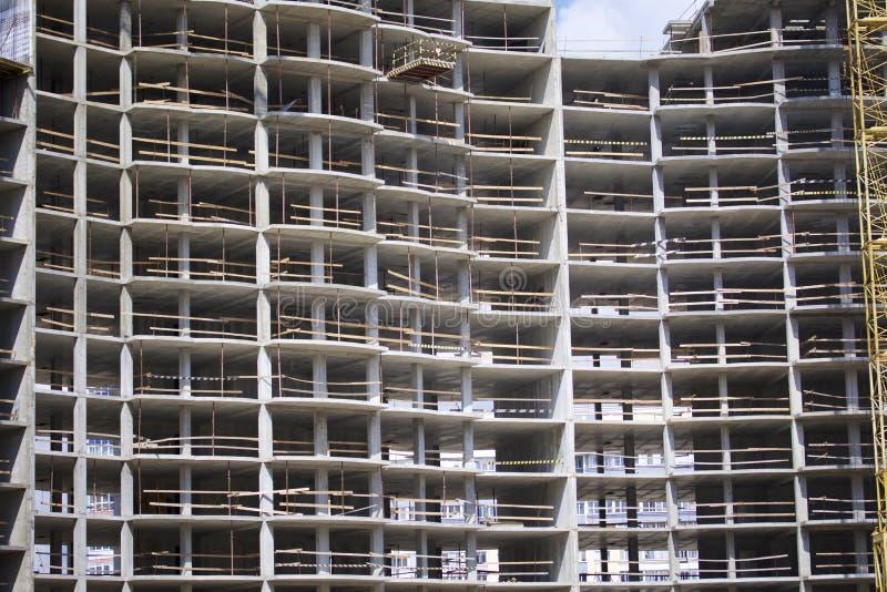 Construction des bâtiments à plusiers étages résidentiels Cadre de béton armé du bâtiment photo stock