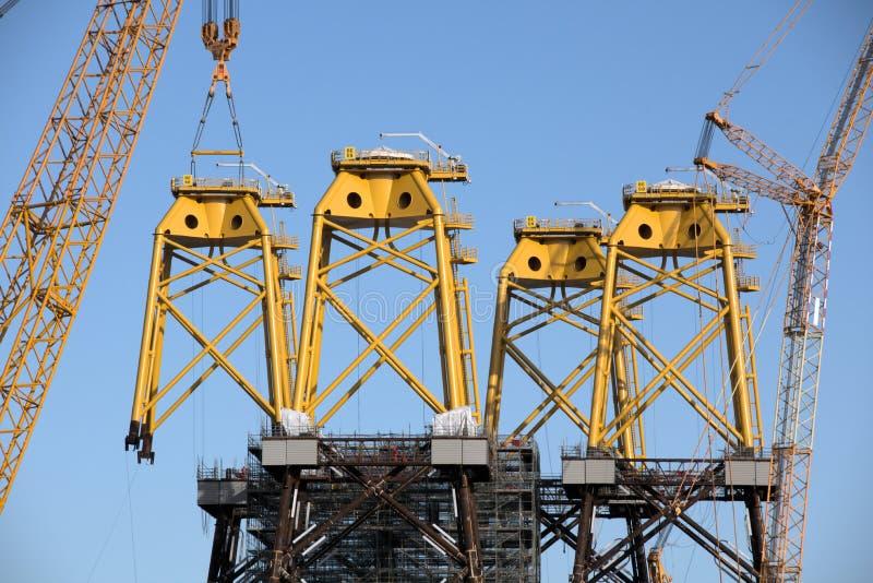 Construction des bases de turbine de vent photographie stock