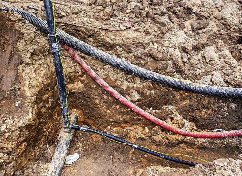 Construction des lignes optiques métallique, câbles de fibre et approvisionnement en eau photo stock