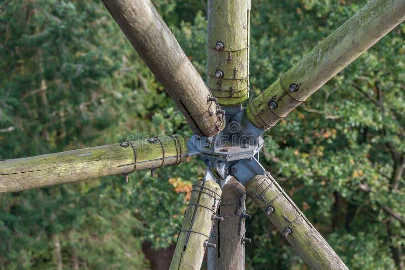 Construction en bois de bois et de métal photographie stock