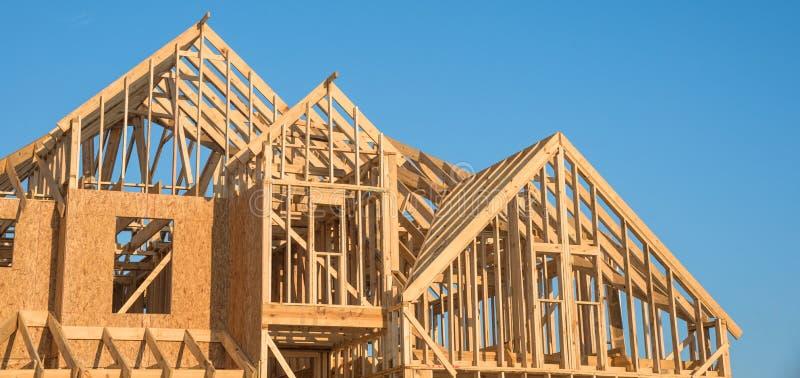 Construction en bois en gros plan de maison de toit de pignon image stock