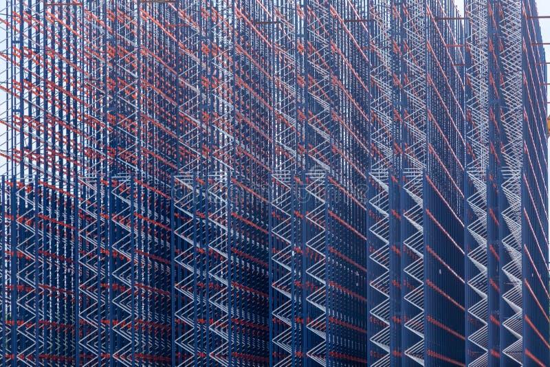 Construction en métal sur le fond de ciel photographie stock libre de droits