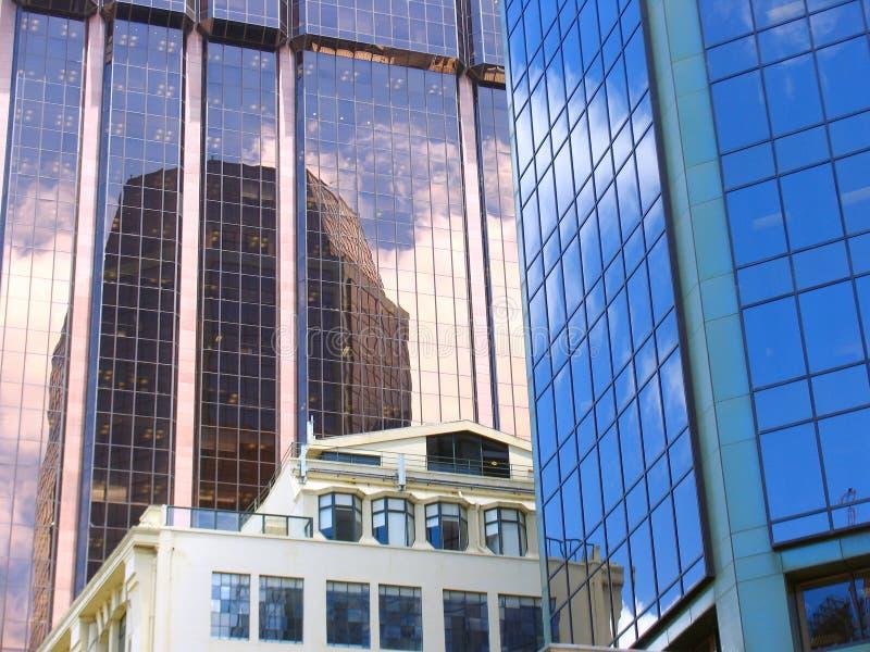 Construction en verre de ville d'Auckland image libre de droits