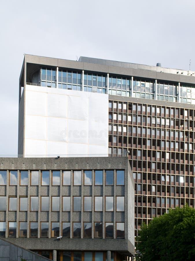 Construction endommagée de gouvernement à Oslo photos libres de droits