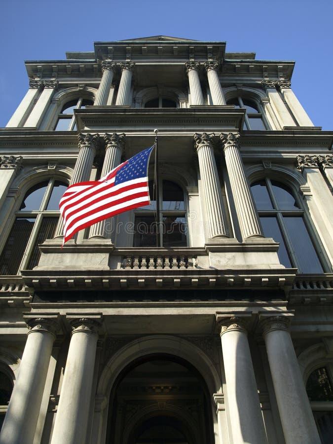 Construction historique de fléau avec l'indicateur des USA images stock