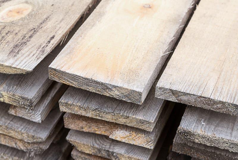 Construction matérielle d'entrepôt de conseils gris-clair, une partie de la scierie d'entrepôt industrielle photos stock