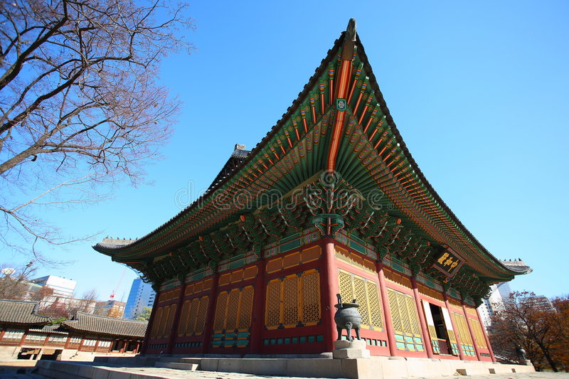Construction principale de Doksugung dans grand-angulaire photos stock