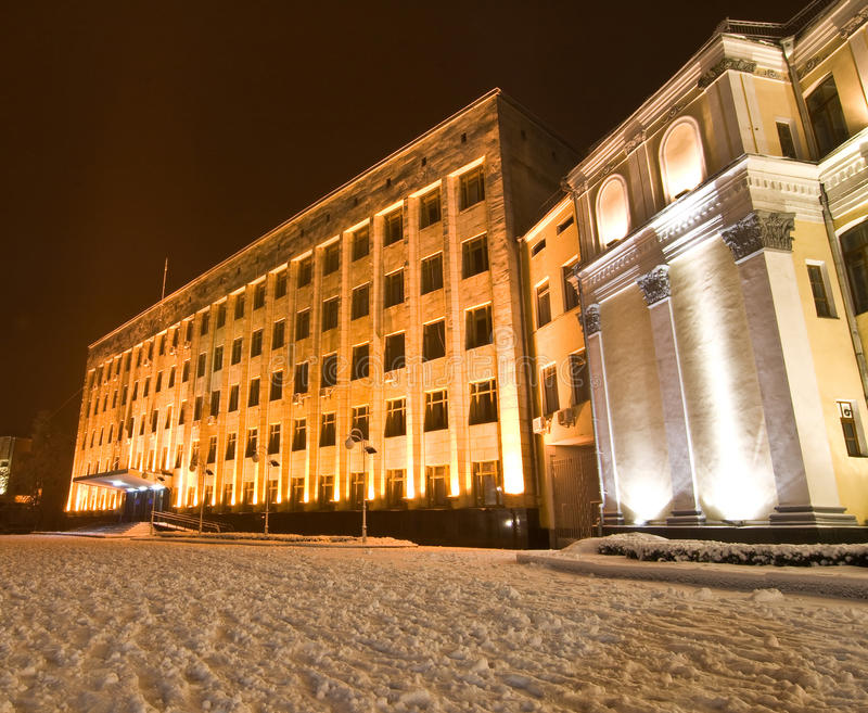 Construction Snow-covered au centre de la ville photographie stock