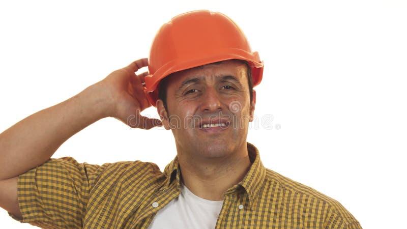 Constructionist masculino en el casco de protección que mira trastorno y decepcionado maduros fotografía de archivo libre de regalías