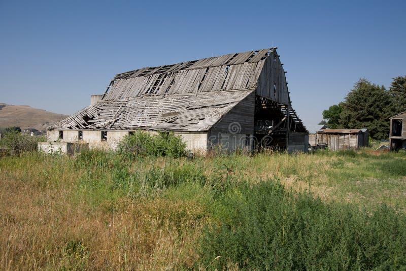 Constructions abandonnées de ferme photographie stock libre de droits