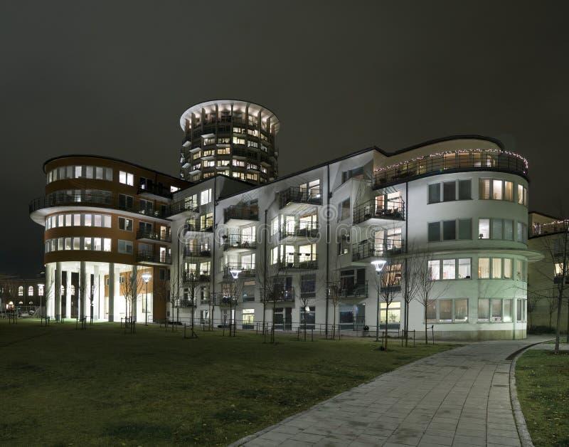 Constructions de Recidential la nuit photo libre de droits