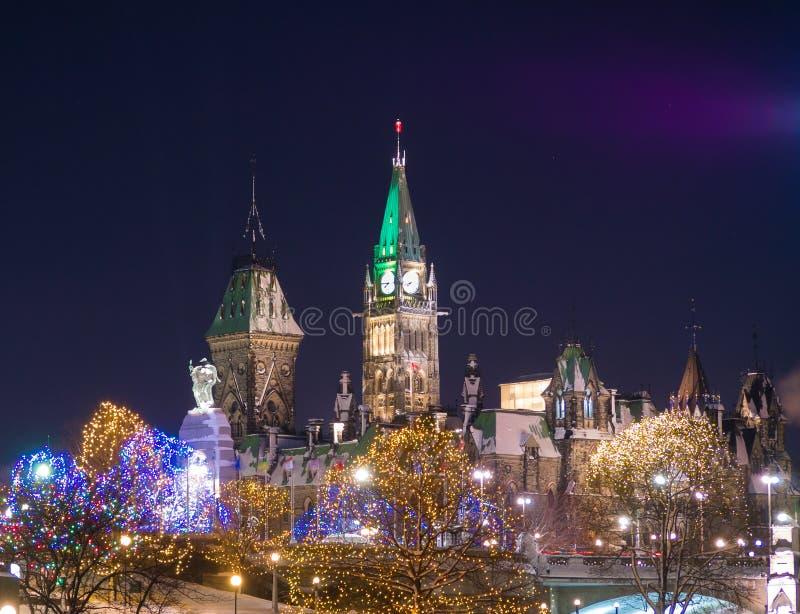 Constructions du Parlement d'Ottawa à Noël images libres de droits