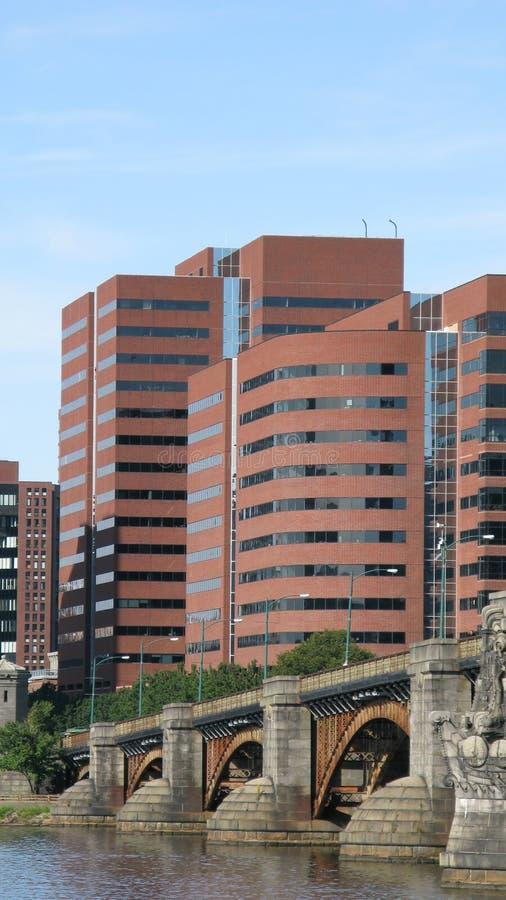 Constructions et passerelle à Boston images stock