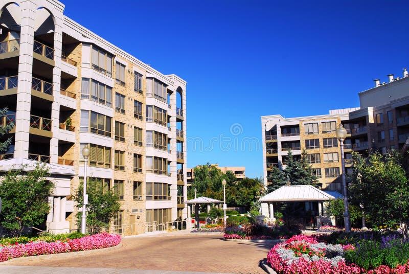 Constructions modernes de condominium photo libre de droits