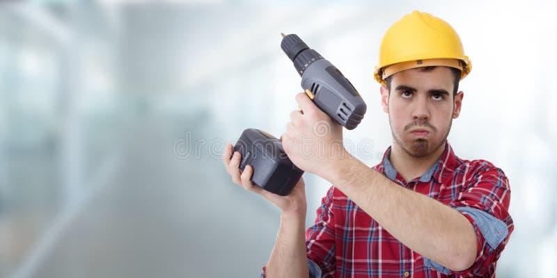 Constructor con el taladro fotografía de archivo