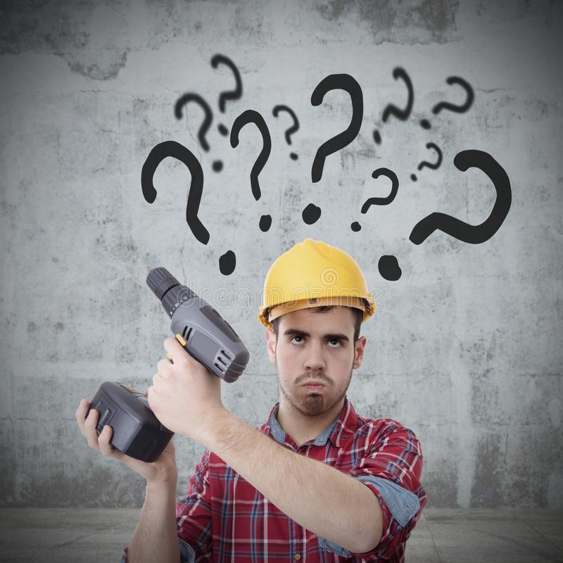 Constructor con el taladro y preguntas imagenes de archivo