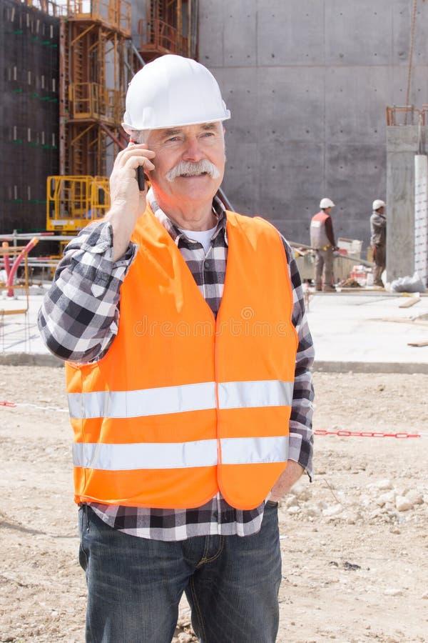 Constructor del ingeniero jefe en el emplazamiento de la obra fotografía de archivo