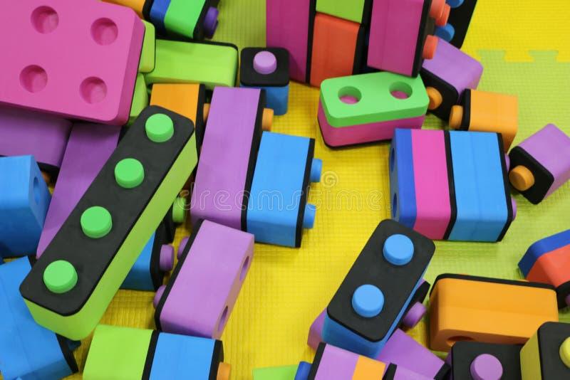 Constructor del ` s de los niños Bloques plásticos del juguete de la pila grande Fondo de unidades de creación grandes plásticas  foto de archivo libre de regalías